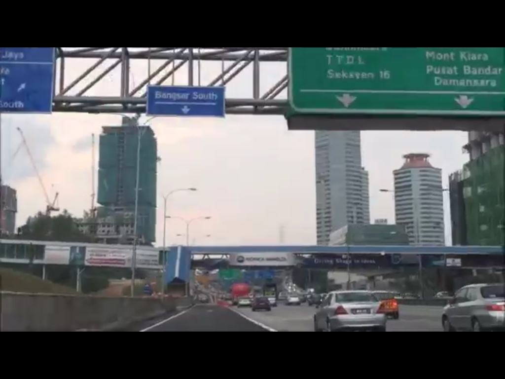 The below video shown the new access road from Federal Highway (KL- and PJ- bound) to Jalan Kerinchi and Jalan Pantai Baru (Kampung Kerinchi to Penchala Link and Sprint Highway)